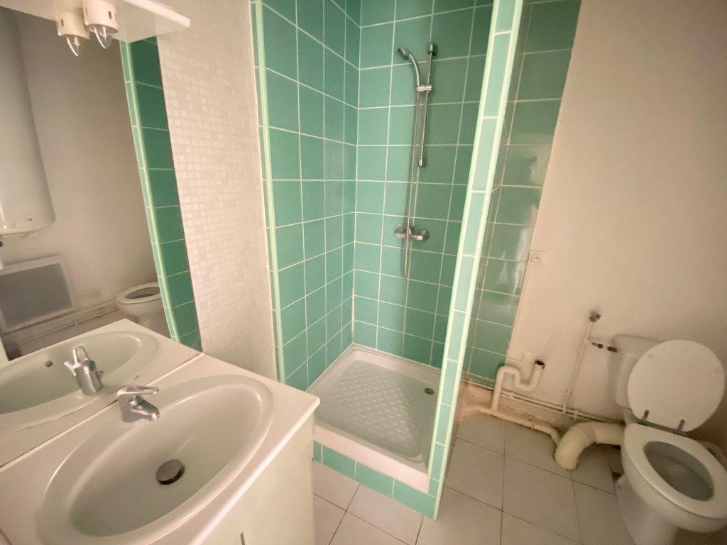 Appartement à louer 2 33.3m2 à Lunel-Viel vignette-3