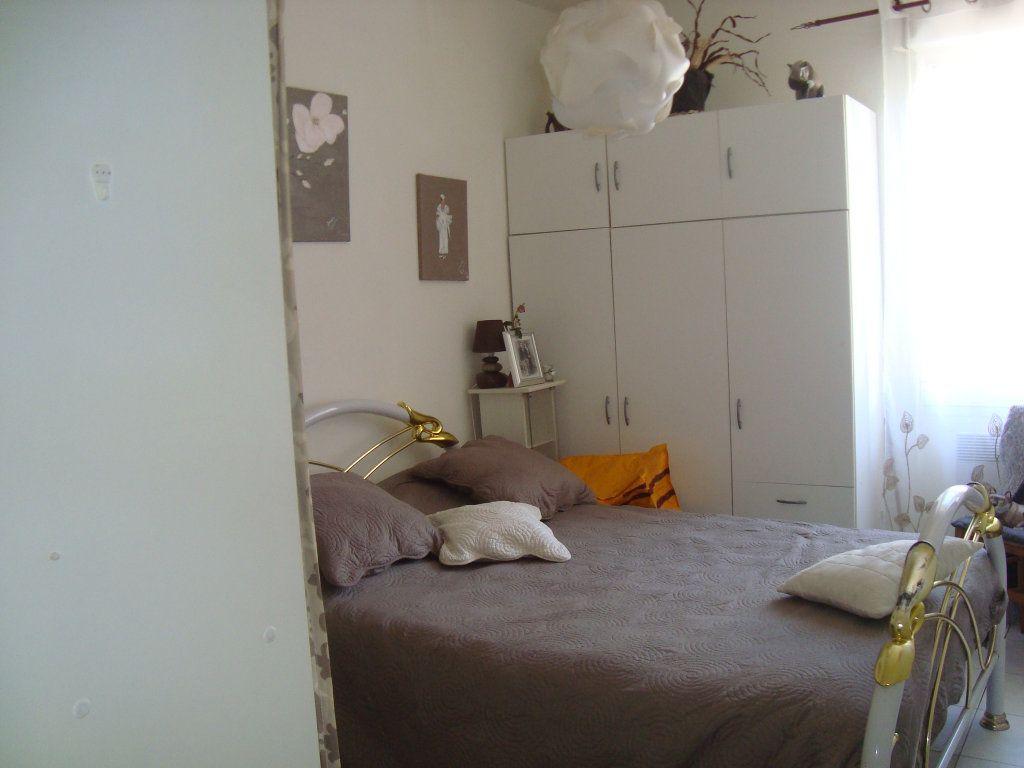 Appartement à louer 2 33.3m2 à Lunel-Viel vignette-5