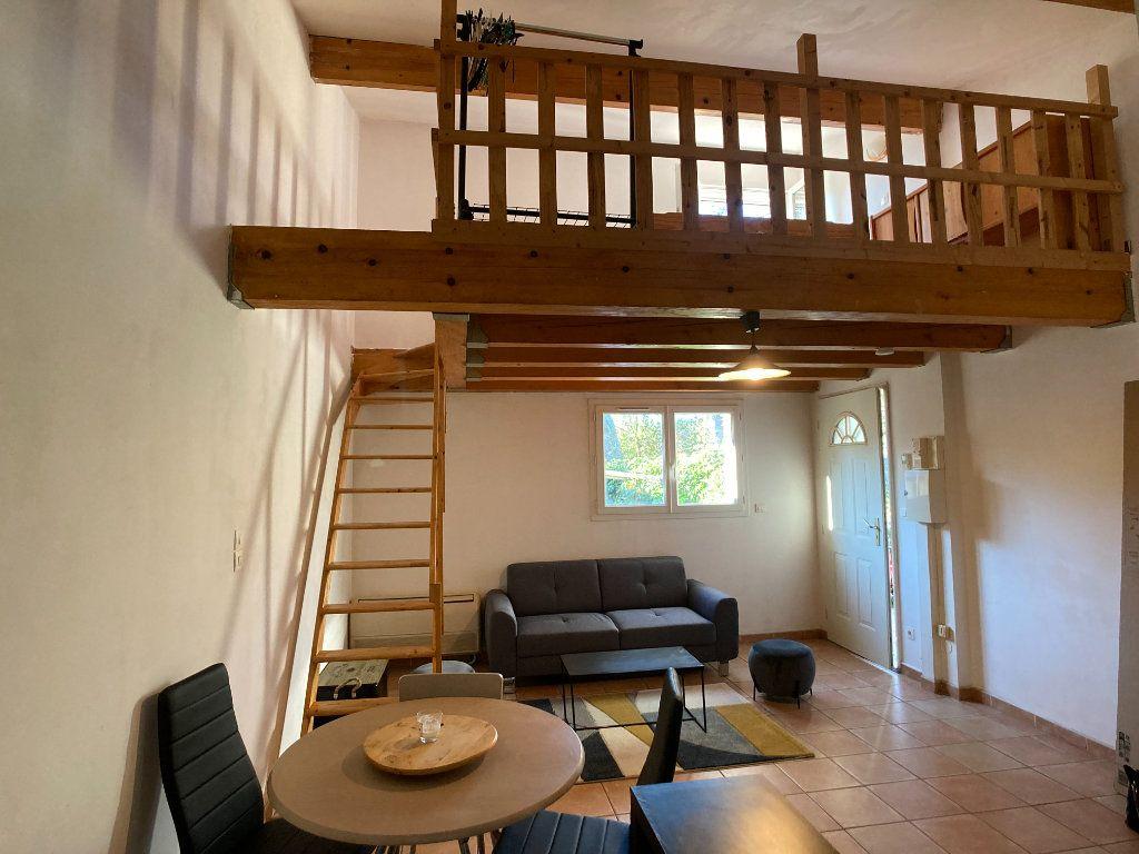 Appartement à louer 1 26m2 à Nîmes vignette-2