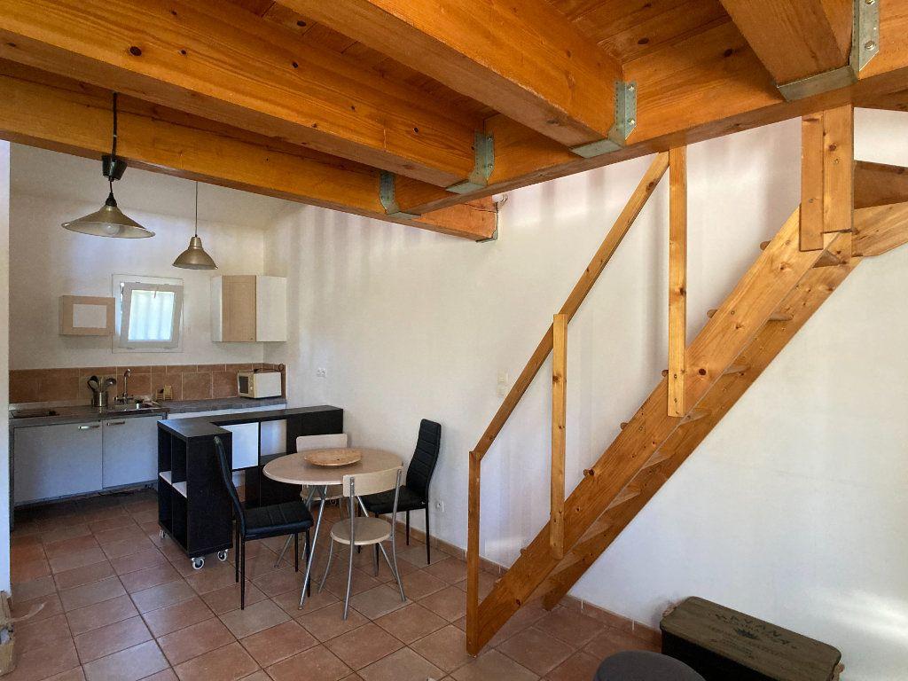 Appartement à louer 1 26m2 à Nîmes vignette-4