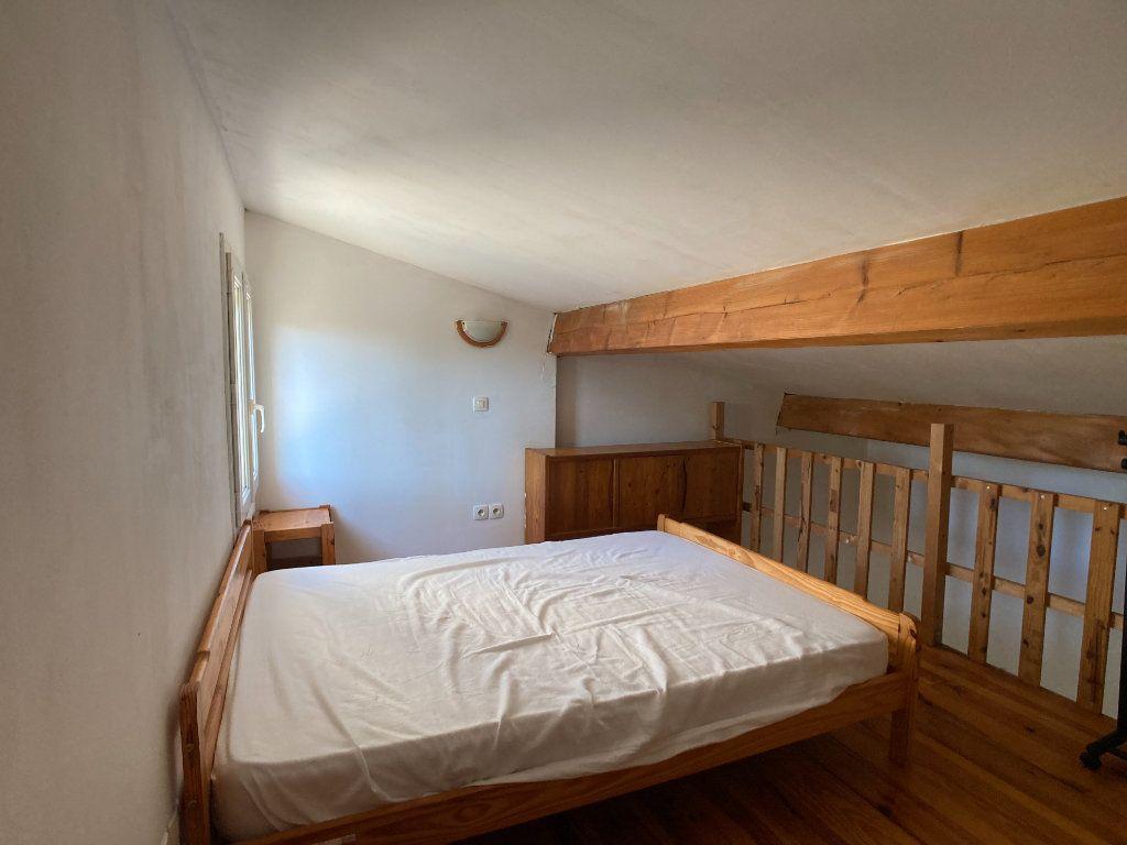 Appartement à louer 1 26m2 à Nîmes vignette-5