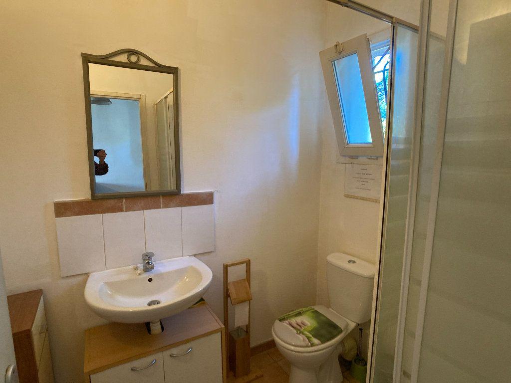 Appartement à louer 1 26m2 à Nîmes vignette-6