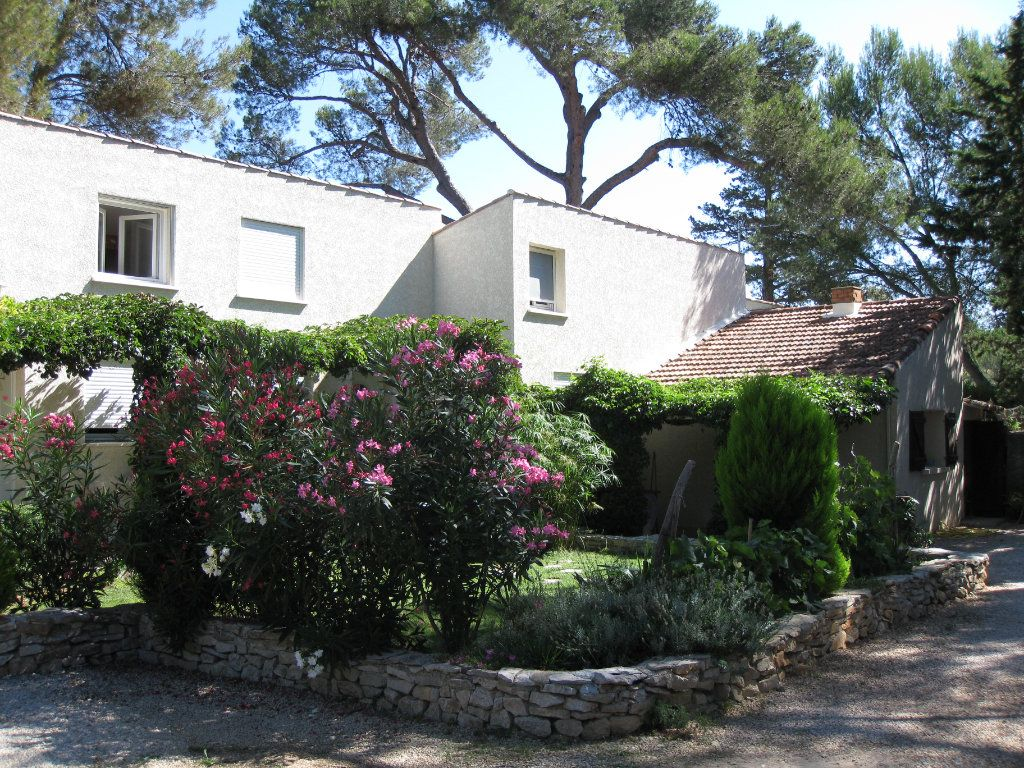 Appartement à louer 1 26m2 à Nîmes vignette-8