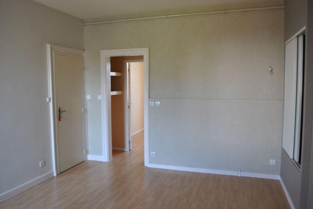 Appartement à louer 2 37.54m2 à Limoges vignette-2