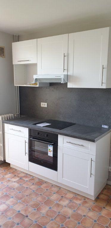 Appartement à louer 3 56.83m2 à Limoges vignette-1