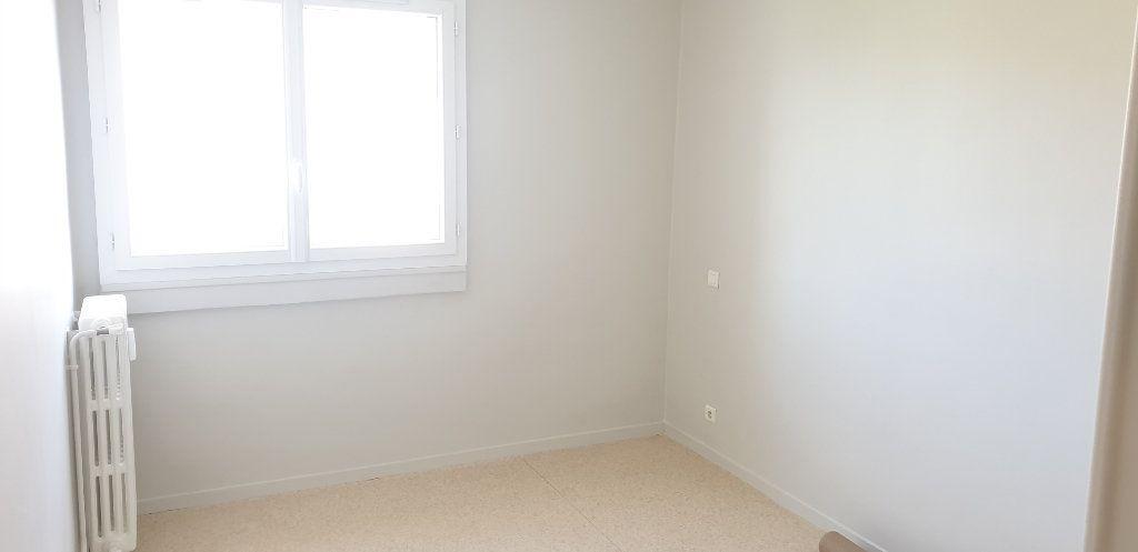 Appartement à louer 3 56.83m2 à Limoges vignette-4