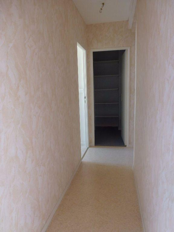 Appartement à louer 3 56.83m2 à Limoges vignette-6