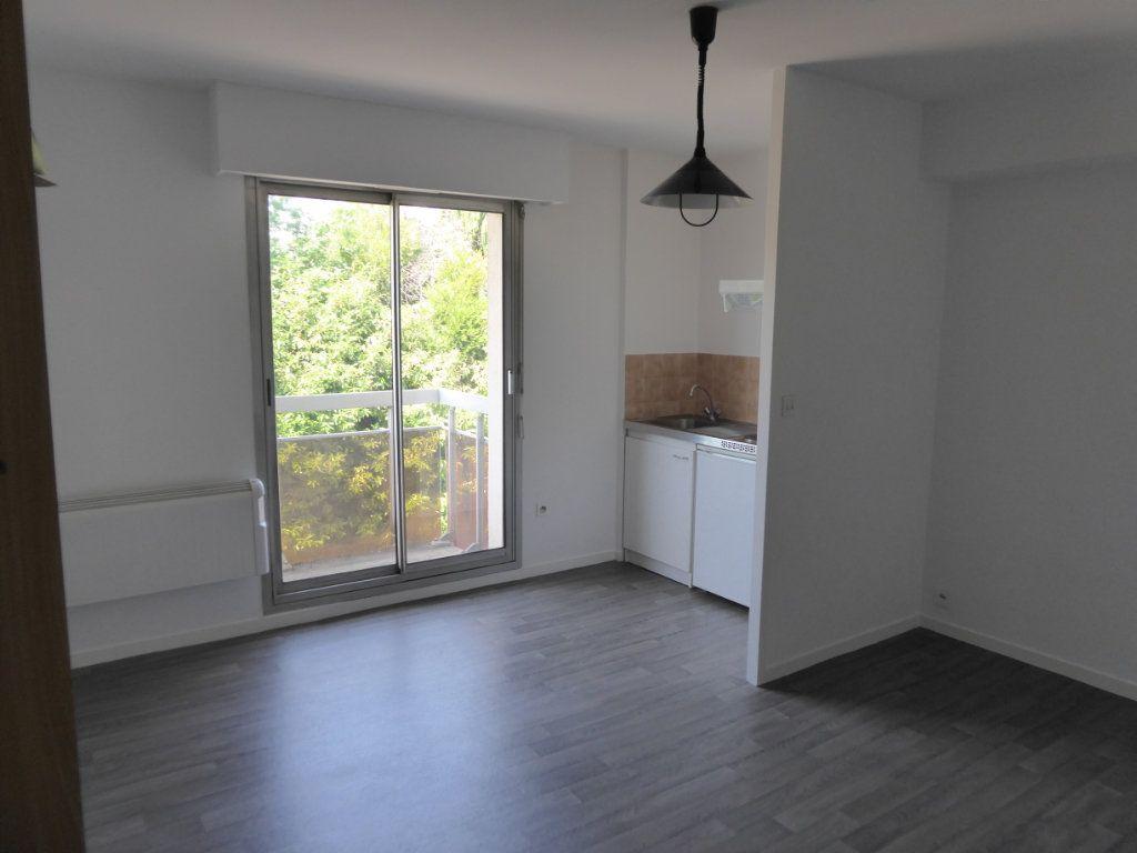 Appartement à louer 1 21.88m2 à Limoges vignette-1