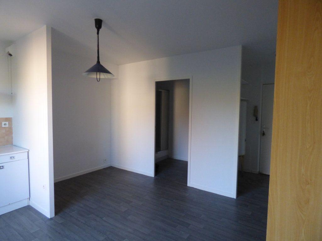Appartement à louer 1 21.88m2 à Limoges vignette-3