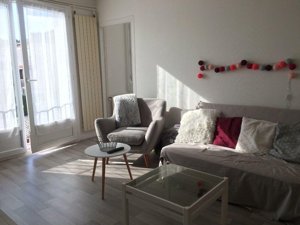 Appartement à louer 3 51.04m2 à Limoges vignette-1