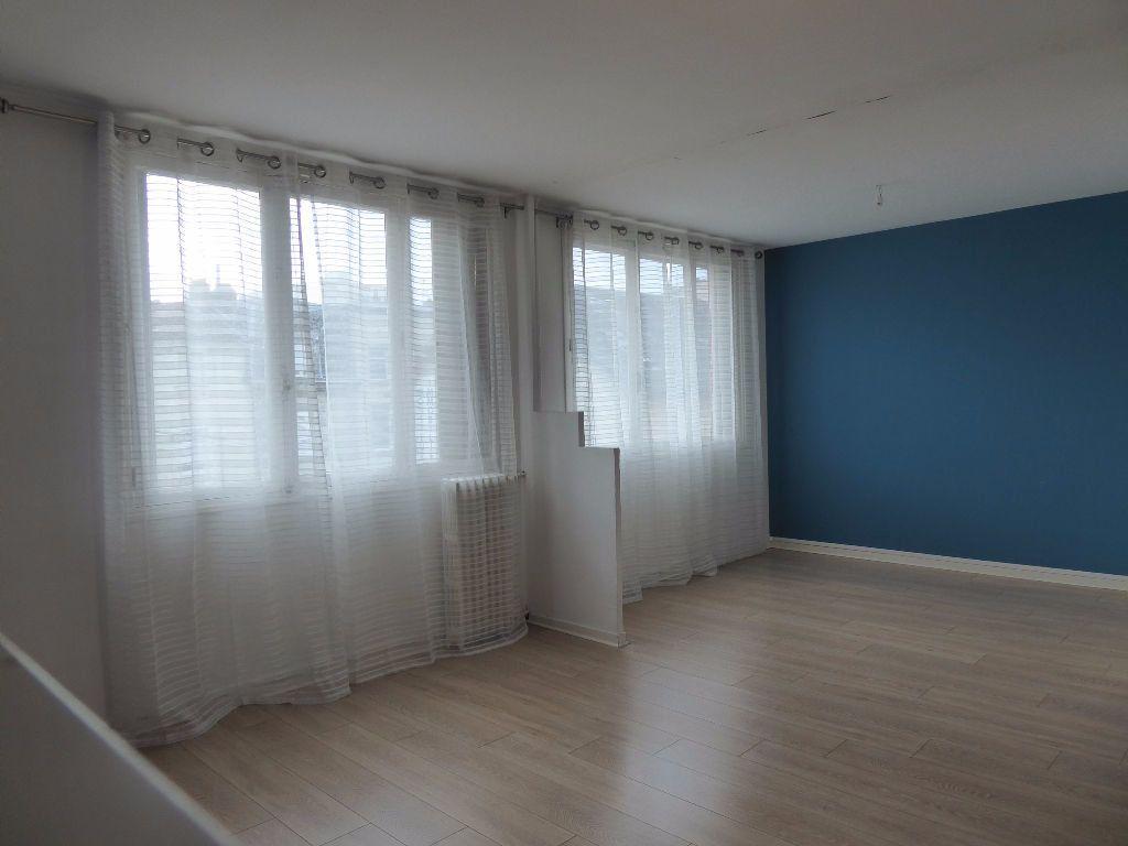 Appartement à louer 4 66.35m2 à Limoges vignette-7