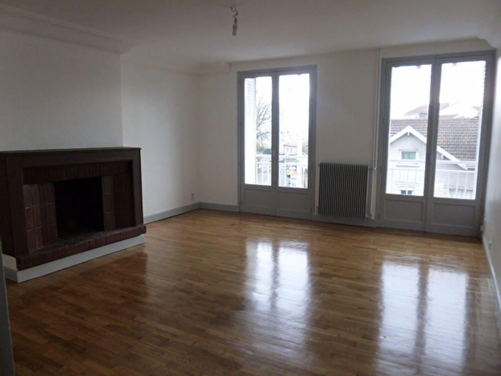 Appartement à louer 3 92.89m2 à Limoges vignette-1
