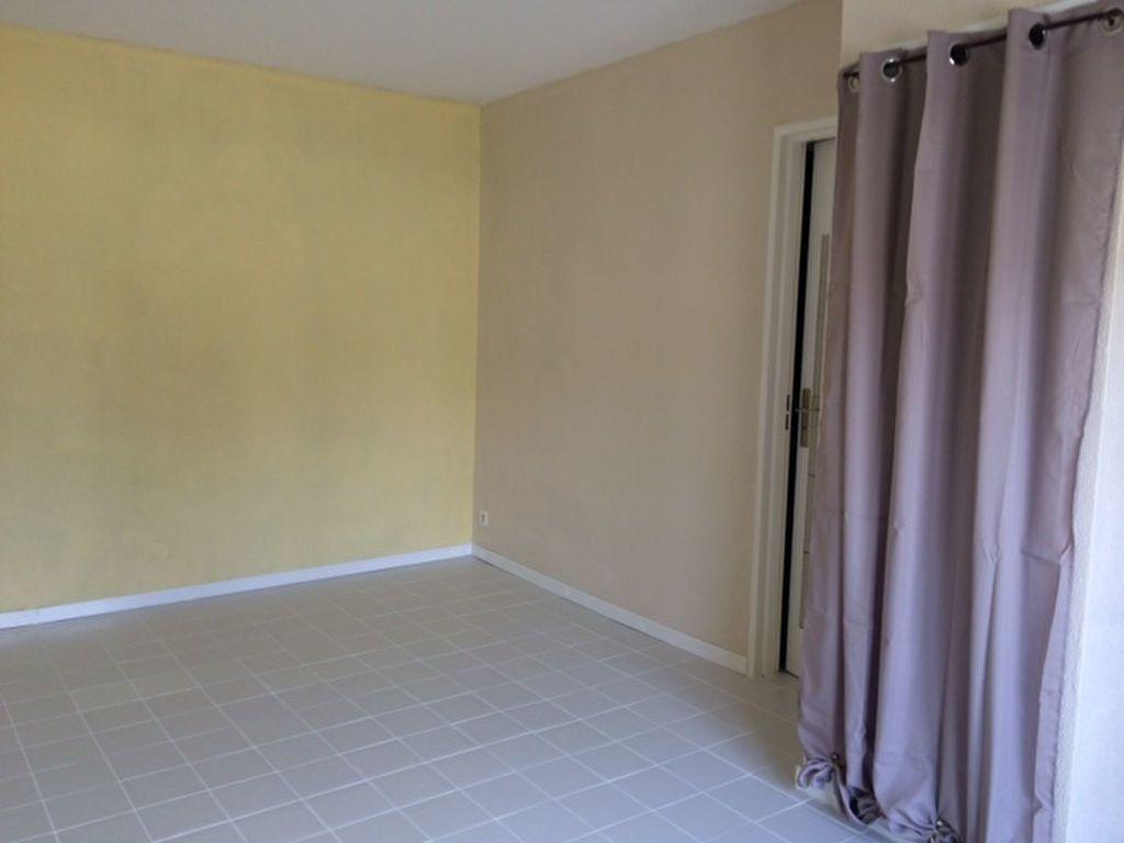 Appartement à louer 1 18.27m2 à Limoges vignette-2