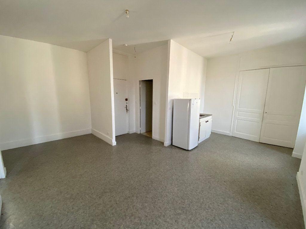 Appartement à louer 2 45.76m2 à Limoges vignette-1