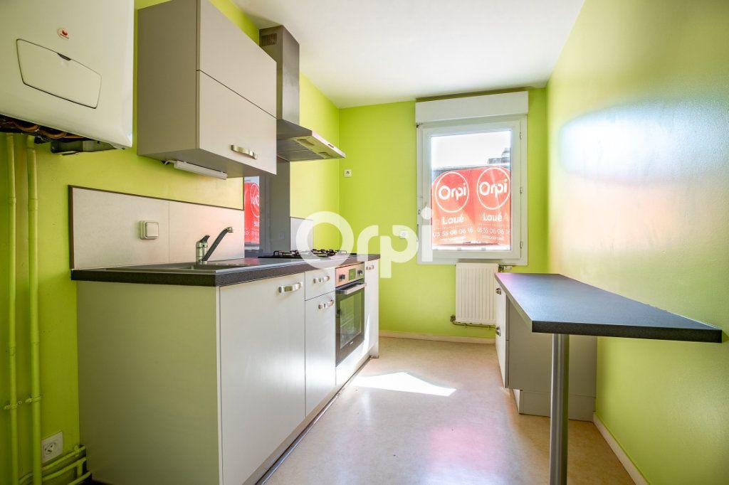 Appartement à louer 3 65.37m2 à Limoges vignette-1