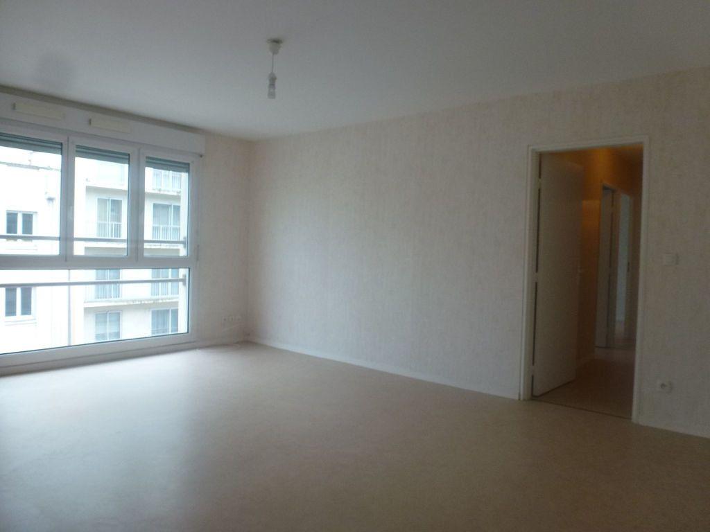 Appartement à louer 3 65.37m2 à Limoges vignette-2