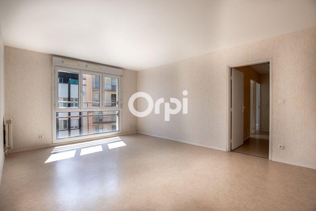 Appartement à louer 3 65.37m2 à Limoges vignette-3