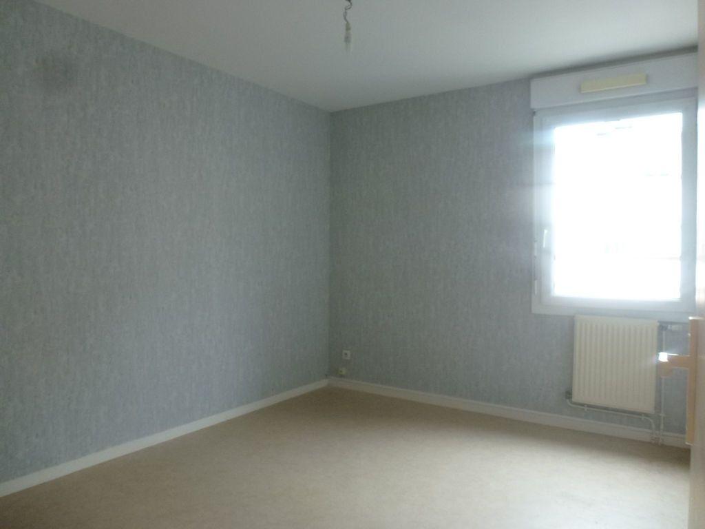 Appartement à louer 3 65.37m2 à Limoges vignette-4