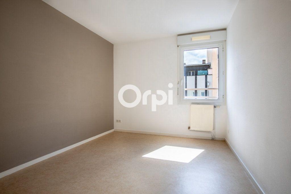 Appartement à louer 3 65.37m2 à Limoges vignette-5