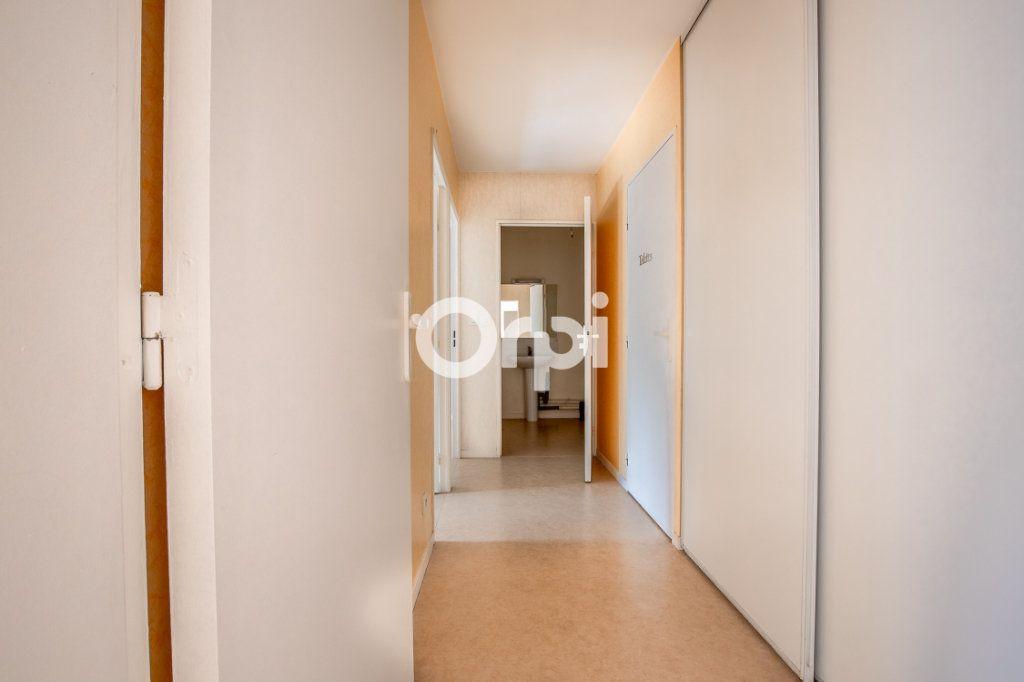 Appartement à louer 3 65.37m2 à Limoges vignette-6