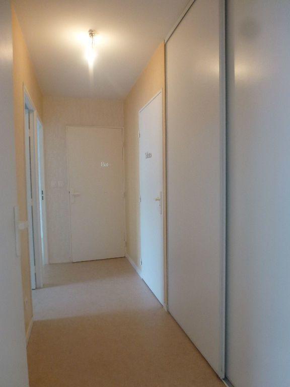 Appartement à louer 3 65.37m2 à Limoges vignette-7