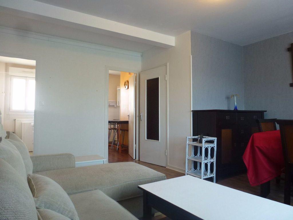 Appartement à louer 3 57.21m2 à Limoges vignette-4