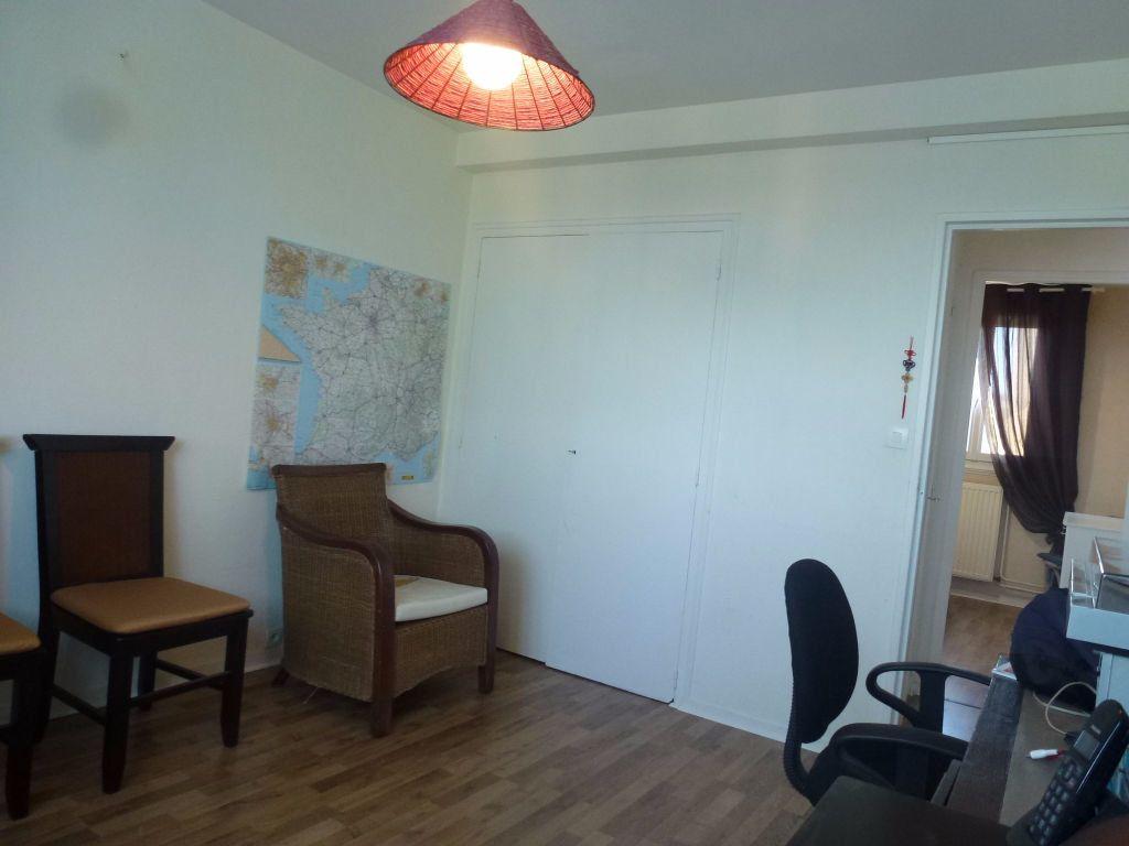 Appartement à louer 3 57.21m2 à Limoges vignette-8
