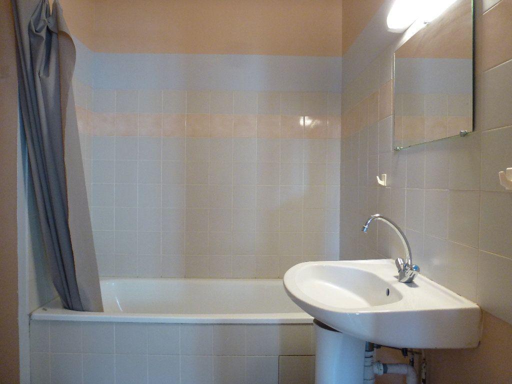 Appartement à louer 2 32.32m2 à Limoges vignette-3