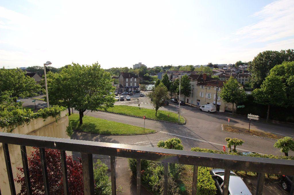 Appartement à louer 2 45.66m2 à Limoges vignette-1