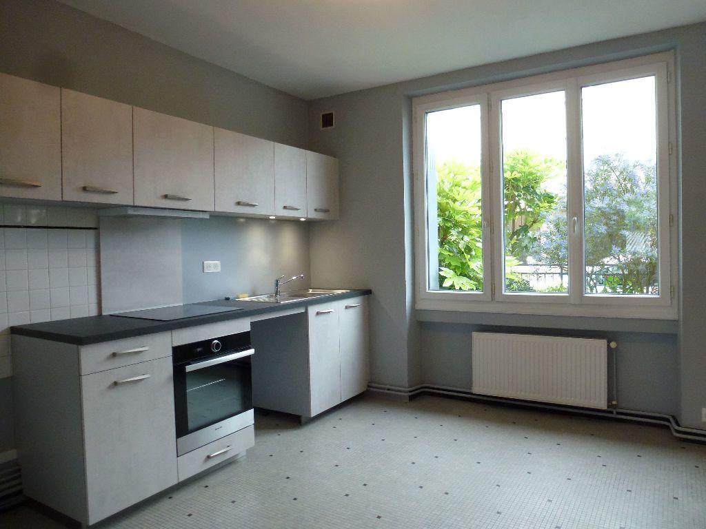 Appartement à louer 2 60m2 à Limoges vignette-1