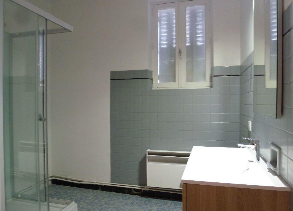 Appartement à louer 2 60m2 à Limoges vignette-2