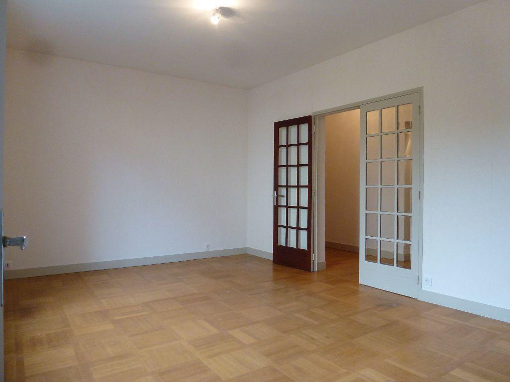 Appartement à louer 2 60m2 à Limoges vignette-3