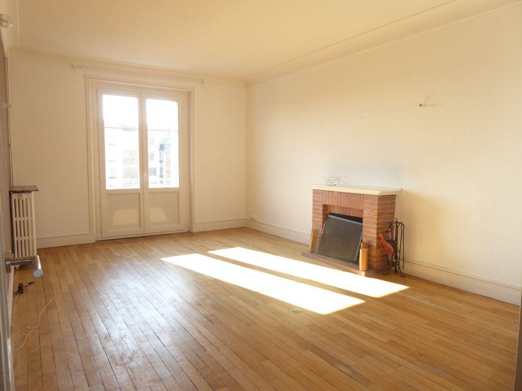Appartement à louer 3 69.87m2 à Limoges vignette-1