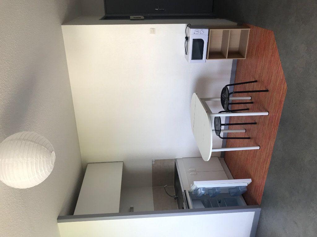 Appartement à louer 1 23m2 à Limoges vignette-3