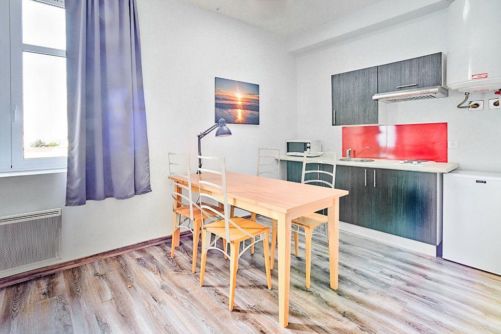 Appartement à louer 1 26.7m2 à Limoges vignette-2