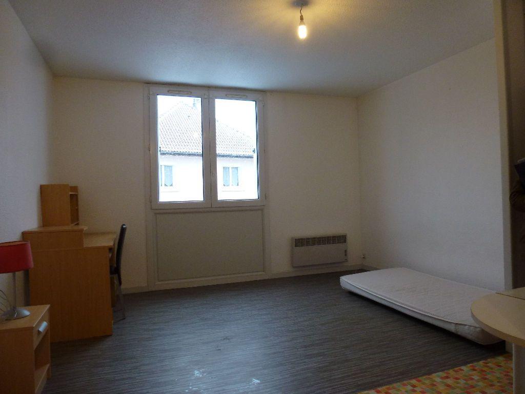 Appartement à louer 1 23.1m2 à Limoges vignette-2