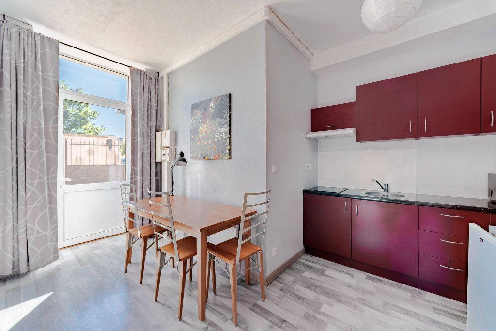 Appartement à louer 1 25.81m2 à Limoges vignette-2