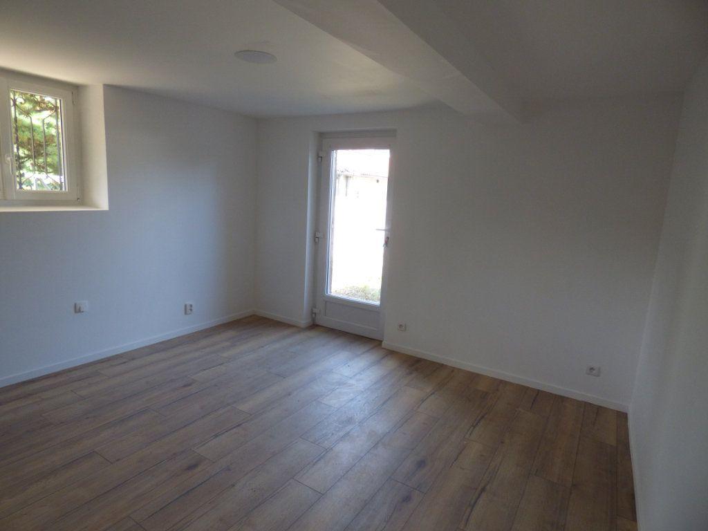 Appartement à louer 2 38m2 à Limoges vignette-2