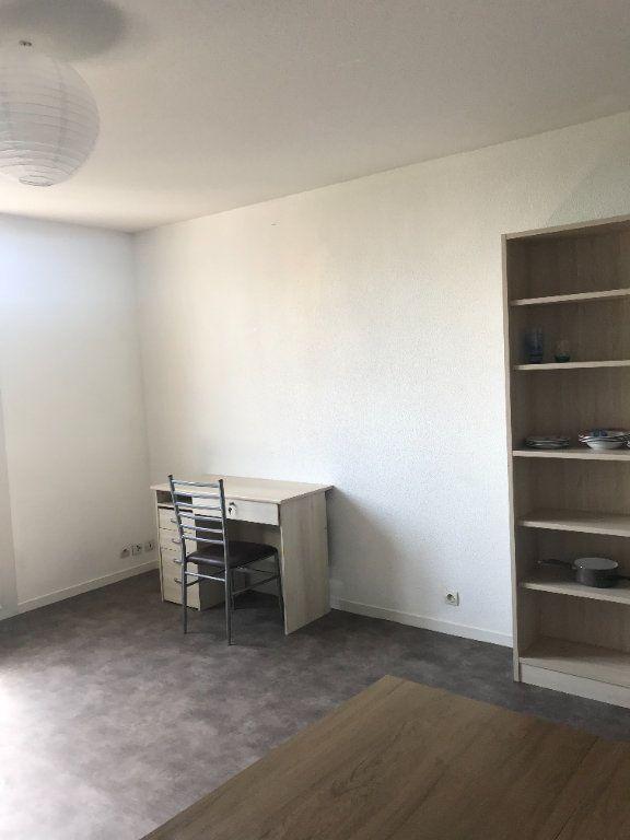 Appartement à louer 1 25m2 à Limoges vignette-3