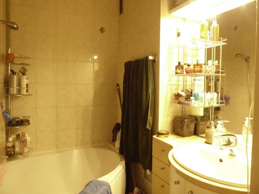 Appartement à louer 2 53m2 à Limoges vignette-4