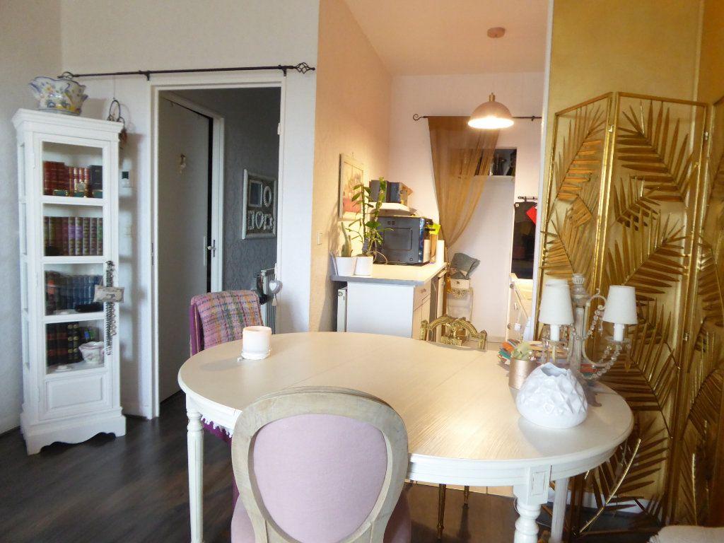 Appartement à louer 2 46.53m2 à Limoges vignette-2