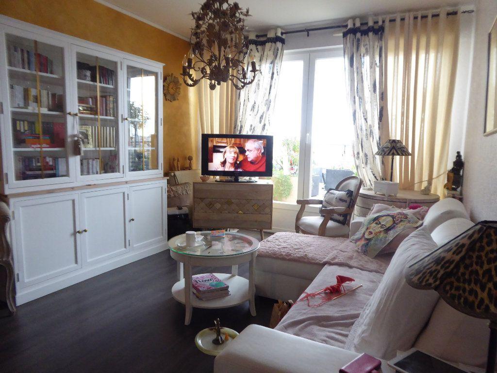 Appartement à louer 2 46.53m2 à Limoges vignette-3