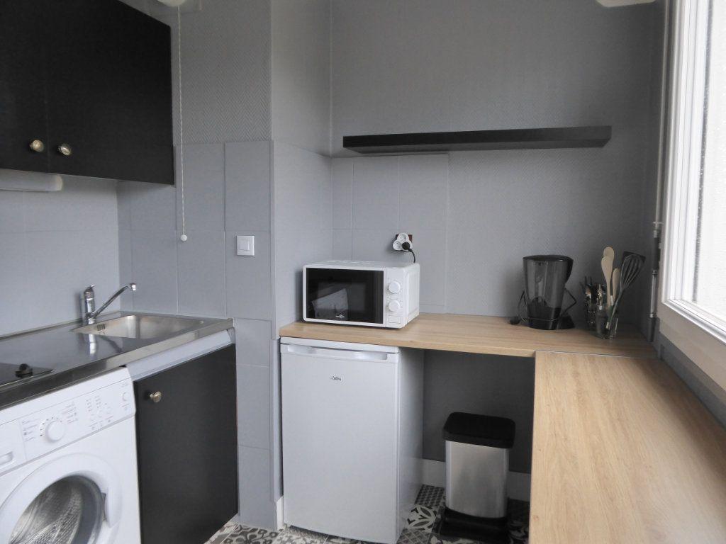 Appartement à louer 1 27.95m2 à Limoges vignette-1
