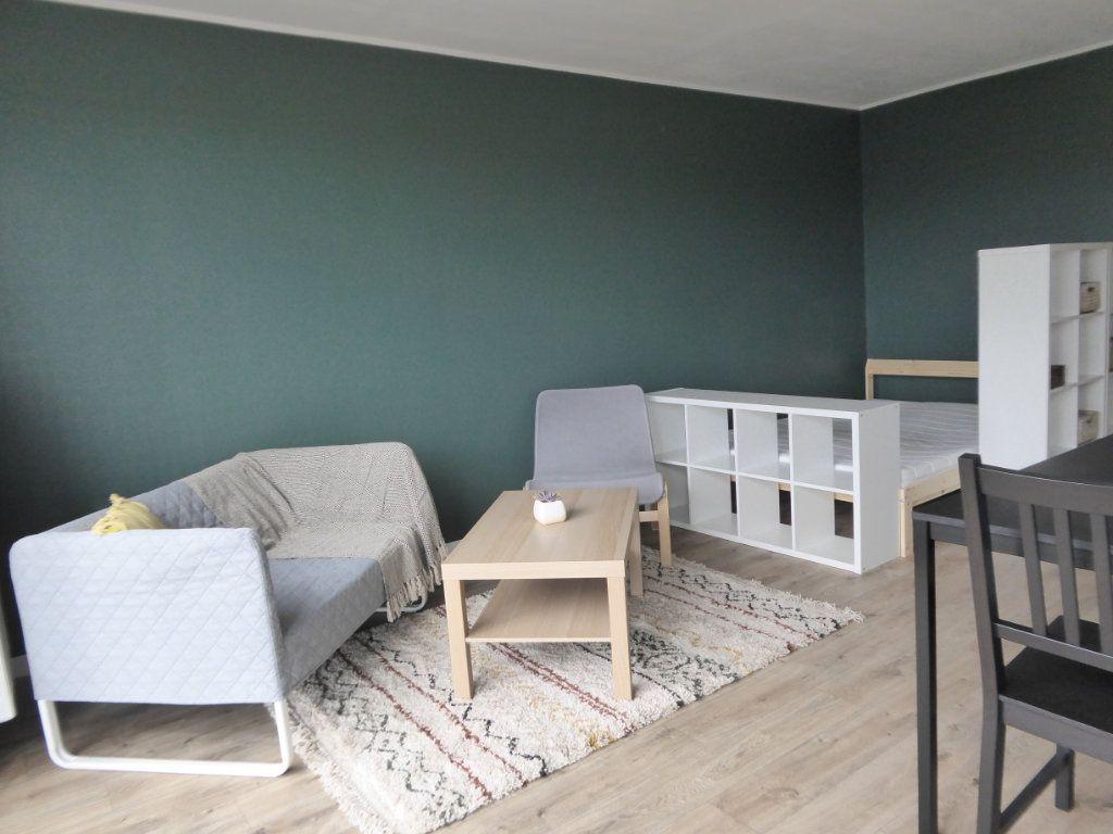 Appartement à louer 1 27.95m2 à Limoges vignette-2