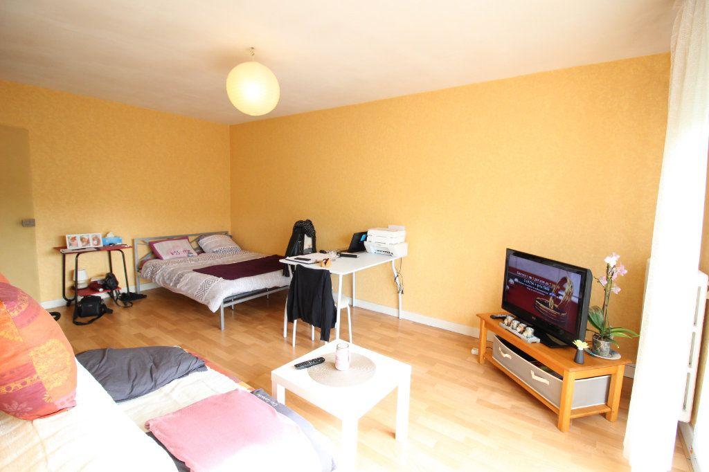 Appartement à louer 1 27.94m2 à Limoges vignette-3