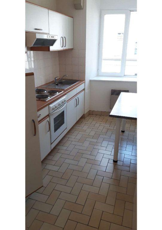 Appartement à louer 2 49m2 à Limoges vignette-1