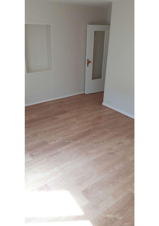 Appartement à louer 2 49m2 à Limoges vignette-3