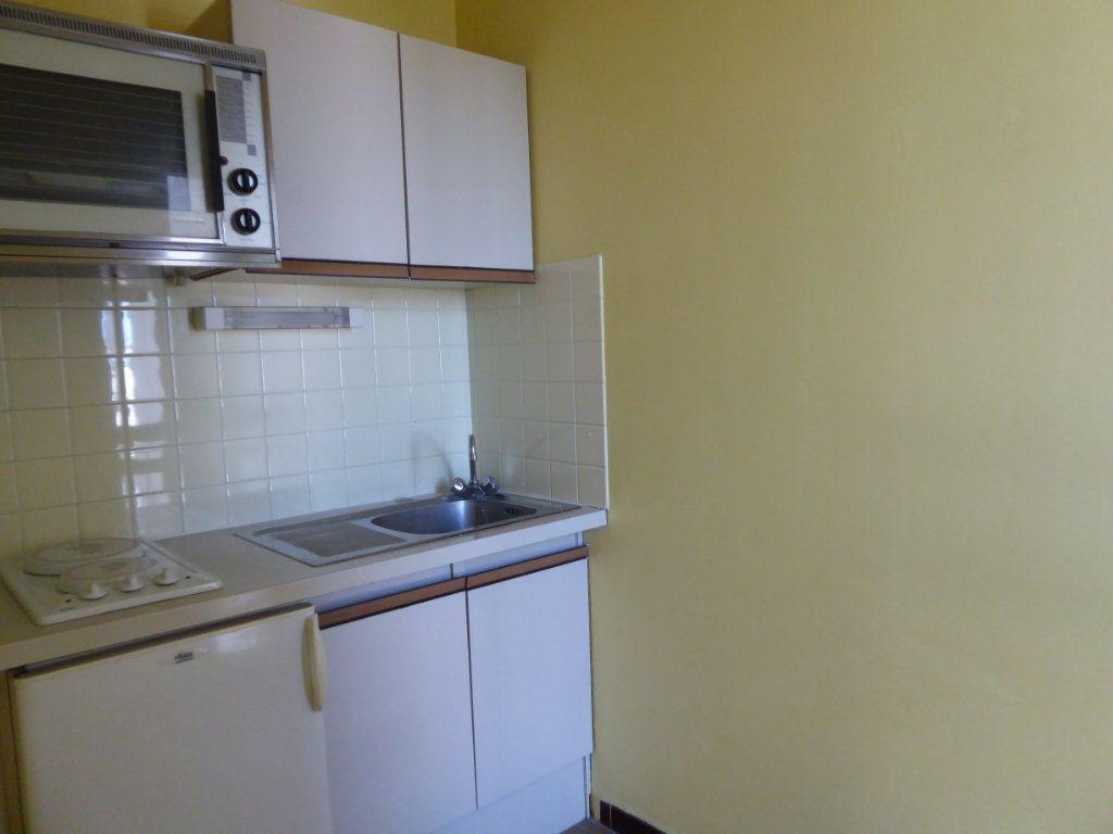 Appartement à louer 1 30.11m2 à Limoges vignette-2