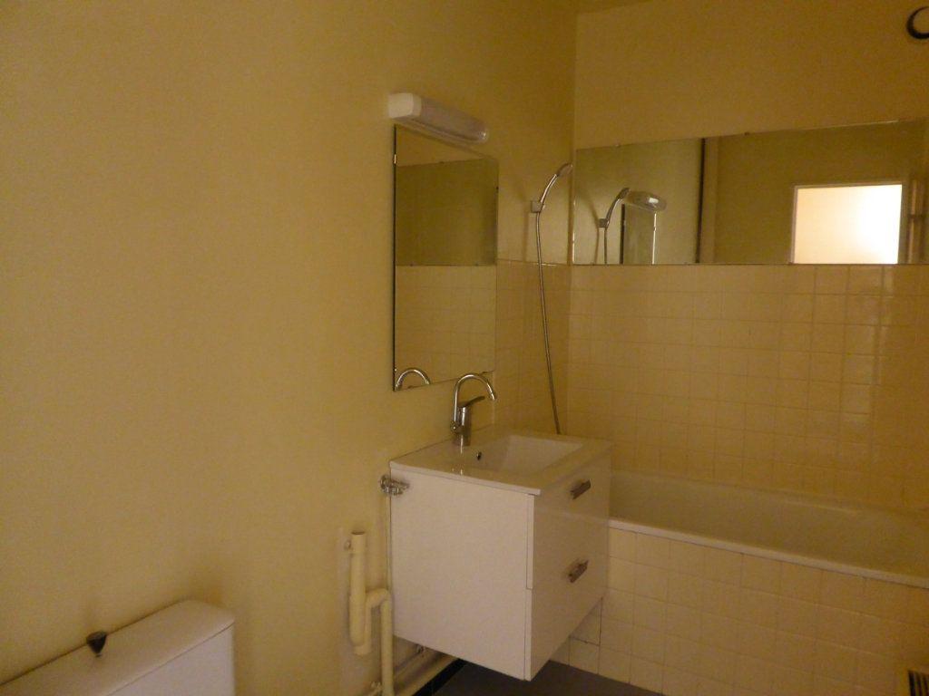 Appartement à louer 1 30.11m2 à Limoges vignette-3