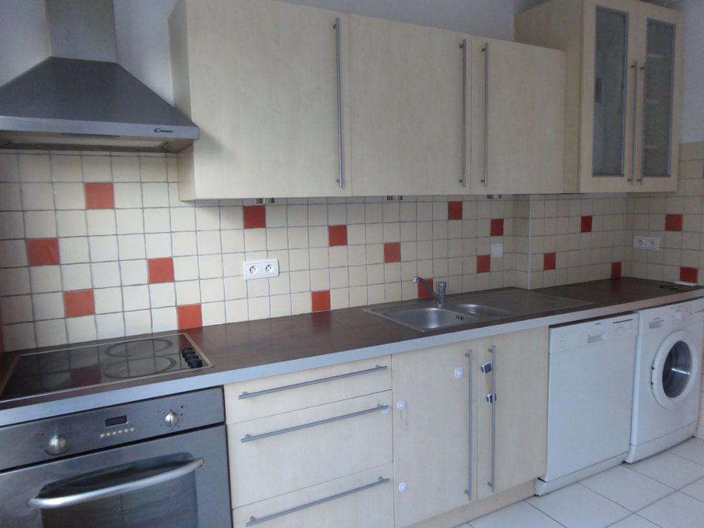 Appartement à louer 3 62.69m2 à Limoges vignette-2